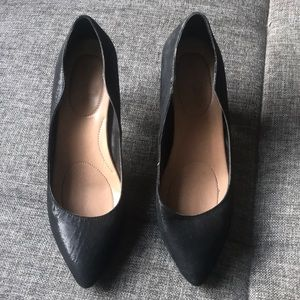Black Iridescent Pumps